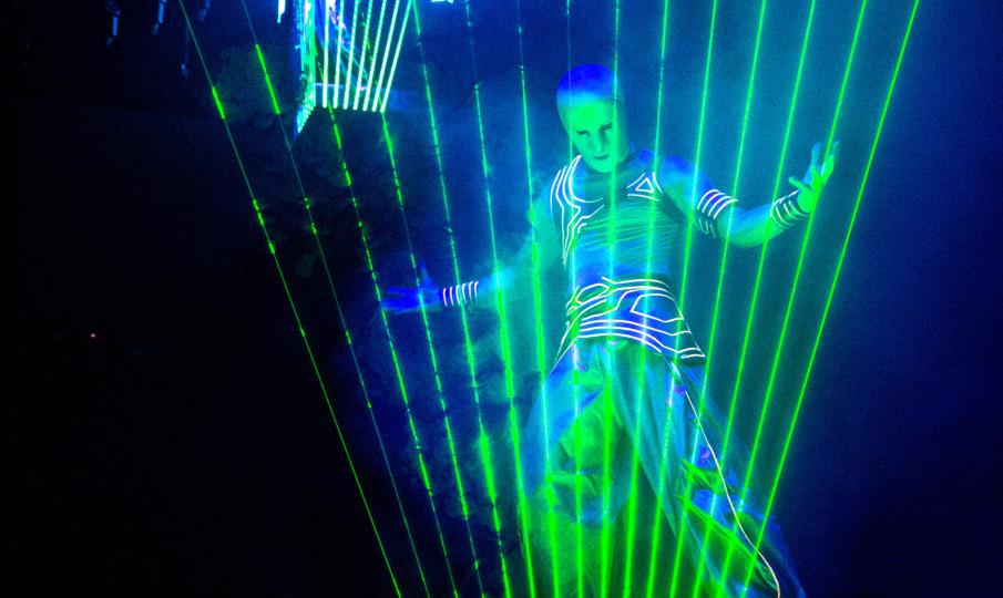 Show Laser Theo Dari_BaBayega